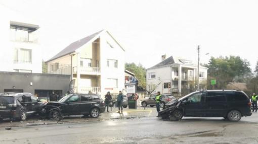 Masinė automobilių avarija Romainiuose: pranešama apie sužeistuosius