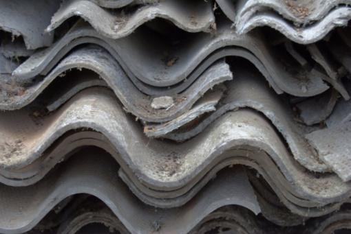 Ant slenksčio – parama asbestinių stogų keitimui