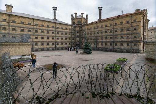 """Lukiškių kalėjime Vilniuje pradėti serialo """"Stranger things"""" filmavimai"""