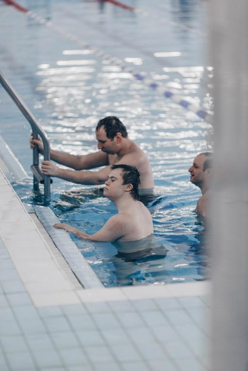 """Pirmą kartą """"Delfine"""" plaukimo varžybos surengtos neįgaliesiems"""