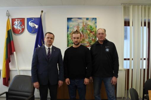 Meras susitiko su irkluotoju Vadimu Korobovu ir jo treneriu Dmitrijumi Michailovu