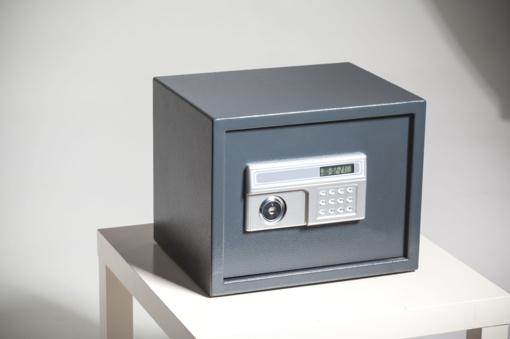 Mažas ir  niekur nepritvirtintas seifas – lengvas laimikis vagišiams