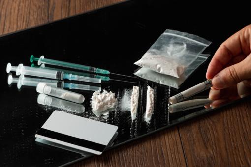 Klaipėdos rajone sulaikytas, įtariama, narkotikus krepšyje nešęs vyras