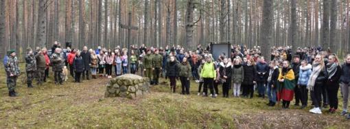 Varėniškiai prasmingu žygiu į Genio būrio partizanų bunkerį pagerbė čia žuvusius paskutinius Varėnos krašto partizanus