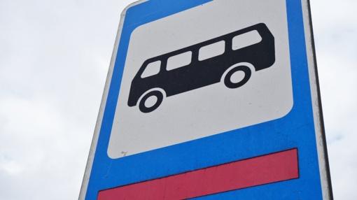 Rokiškio rajone neblaivus vairuotojas įvažiavo į autobusų stotelę