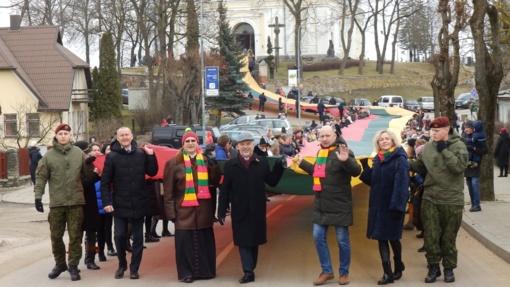 Molėtiškiai Lietuvą sveikino Trispalvės banga