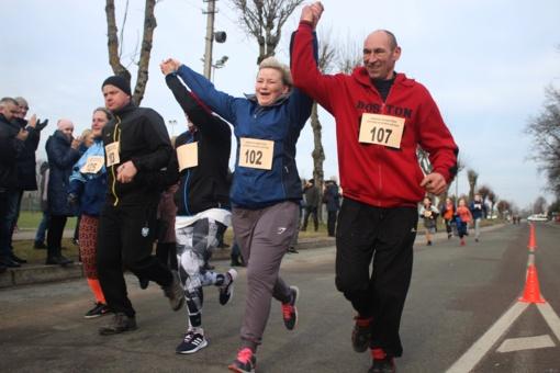 Jurbarkiečiai švenčia sportiškai. 16-as sveikatingumo bėgimas sulaukė rekordinio dalyvių skaičiaus