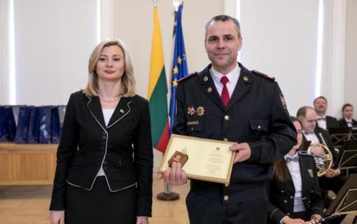 Apdovanojimai už pavyzdingą tarnybą – ir Alytaus apskrities pareigūnams