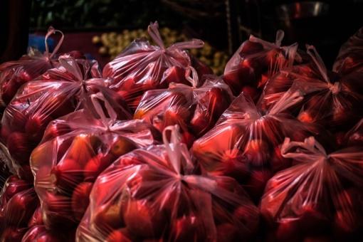 Vienas iš didžiųjų šalies prekybos tinklų atsisako vienkartinių plastikinių pirkinių maišelių