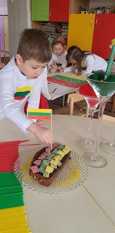 """Lietuva mūsų širdyse, šypsena vaiko veide"""