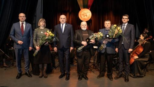 """Vasario 16-osios minėjimas ir """"Auksinių gilių"""" įteikimo ceremonija"""