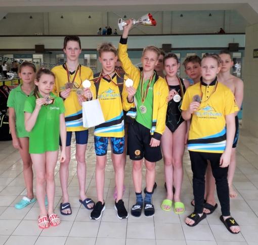 """Devyni medaliai – """"Delfino"""" plaukikams"""