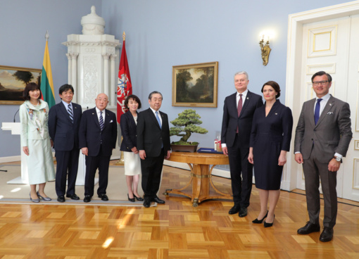 Prezidentas priėmė Japonijos delegaciją ir susitiko su Č. Sugiharos sūnumi