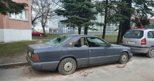 Dėl apleistų automobilių - šimtai skundų