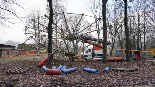 Centriniame parke demontuojamas apžvalgos ratas (nuotraukų galerija)