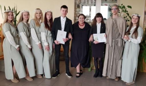 Radviliškio Lizdeikos gimnazija valstybės gimtadieniui skiria žinias