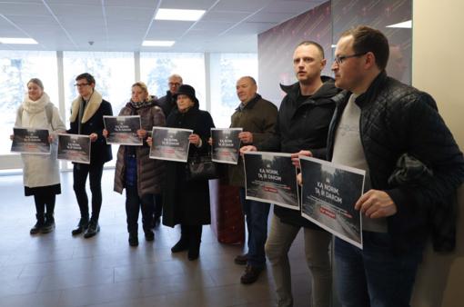 Prie Vilniaus rajono savivaldybės surengtas piketas prieš skiriamas papildomas lėšas S. Skvernelio gatvės asfaltavimui