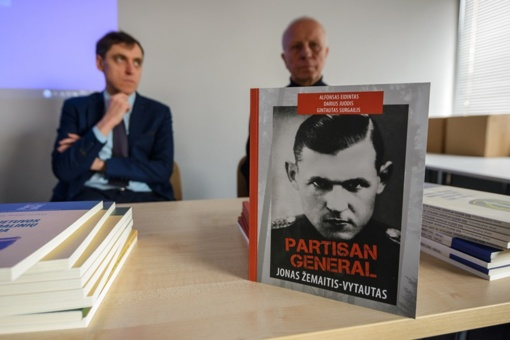 Knygų mugės lankytojams pristatyta pirmoji knyga apie partizanų vadą J. Žemaitį-Vytautą