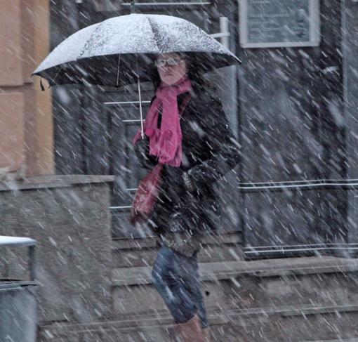 Eismo sąlygos naktį: daug kur lietus, šlapdriba ir vietomis formuosis plikledis