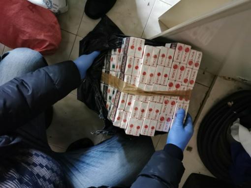 Šiauliuose sulaikytas kontrabandines cigaretes gabenęs kaunietis (vaizdo įrašas)