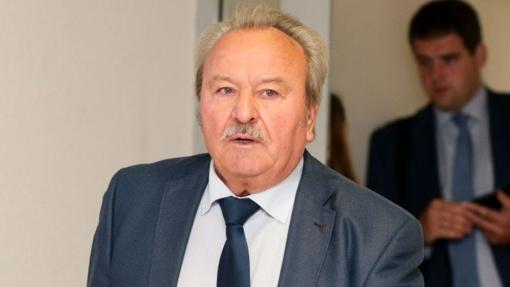B. Bradausko vadovaujamam medžiotojų klubui atimamas leidimas medžioti: nesumokėjo 77 tūkst. eurų mokesčių