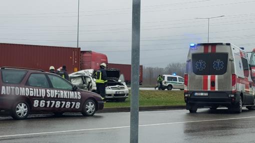 Susidūrus automobiliams prireikė medikų pagalbos