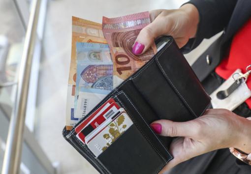 Šiauliuose neaiškiomis aplinkybėmis iš buto dingo pinigai