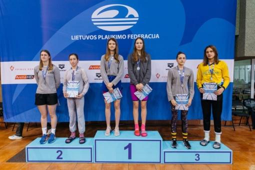 """Lietuvos plaukimo pirmenybėse """"Delfino"""" plaukikėms – šeši medaliai"""
