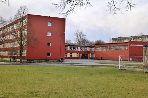 Mokinių tėvai sunerimo: Šiauliuose mokykla dezinfekuojama dėl koronaviruso?