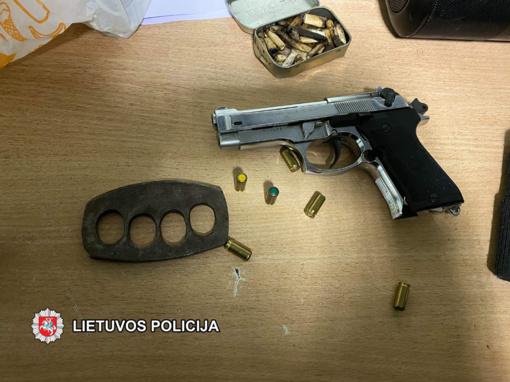 Klaipėdos nakvynės namuose – ginklai ir kontrabandiniai rūkalai