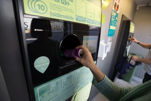 Gėrimų pakuotes rūšiuoja beveik visi gyventojai, o visas atliekas - tik kas antras