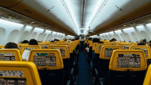 Dėl šiukšlių lėktuve lietuvė patyrė sunkią traumą