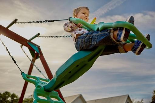 Vaikų žaidimų aikštelės turi būti prižiūrimos ir saugios