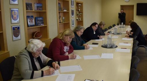 Savivaldybėje pasitikrinti savo raštingumą panoro vien moterys