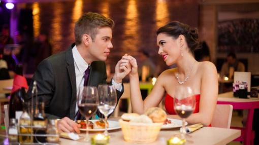 """""""Primiršti tekstai"""". Šį savaitgalį pakvieskime savo moterį į restoraną, arba Stalelis dviem"""
