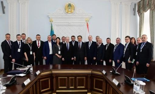 Tarp Lietuvos delegacijos narių ir Mažeikių rajono savivaldybės mero patarėjas