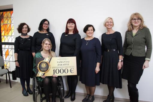 Šiaulių universiteto magistrantei Samantai Zakaitei įteikta LIONS Šiaulių moterų klubo Harmannuso Hulsingos vardinė stipendija