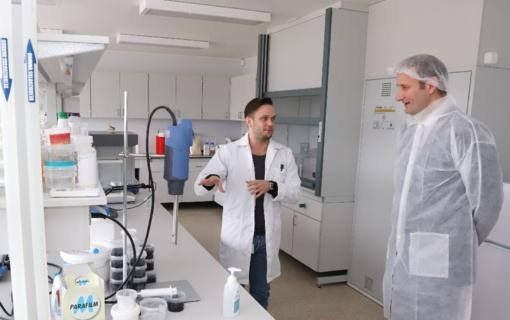 Šiaulių švietimo įstaigoms skirtos rankų dezinfekcijos priemonės jau pristatytos