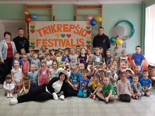 """Lopšelio-darželio """"Auksinis raktelis"""" ugdytiniai dalyvavo trikrepšio festivalyje"""