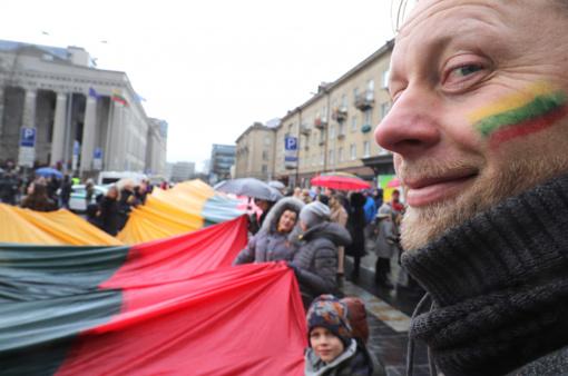 Nepriklausomybės atkūrimo 30-mečio proga Kaune išskleista 48 m ilgio trispalvė