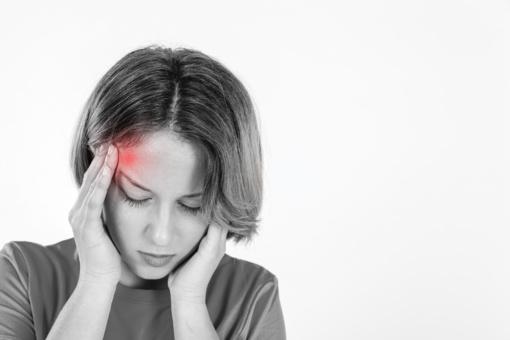 Priežastys, kodėl ryte atsikėlus gali skaudėti galvą