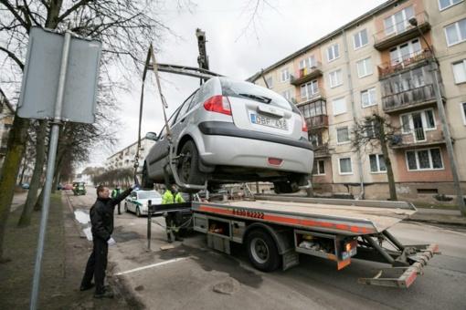 Gatves valyti trukdantys automobiliai sostinėje bus nutempiami priverstinai