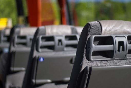 Nustatė keleivių vežimo taisykles: autobusuose draudžiama sėstis dviejose sėdimų vietų eilėse už vairuotojo