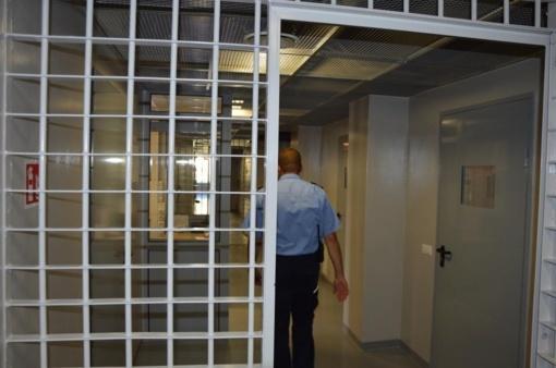 Pravieniškėse kaliniai baiminasi turintys koronaviruso židinį, Kalėjimų departamentas tai neigia