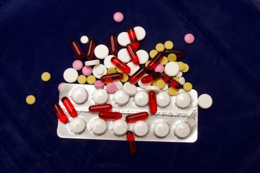 Nepakliūkite į sukčių pinkles – vaistų nuo koronaviruso kol kas nėra