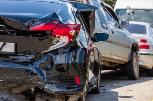 Panevėžyje per eismo įvykį apgadinti trys automobiliai