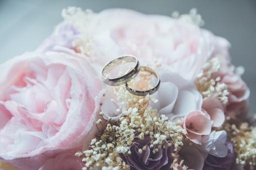 Karantinas: santūrios vestuvės, kukli paskutinė kelionė