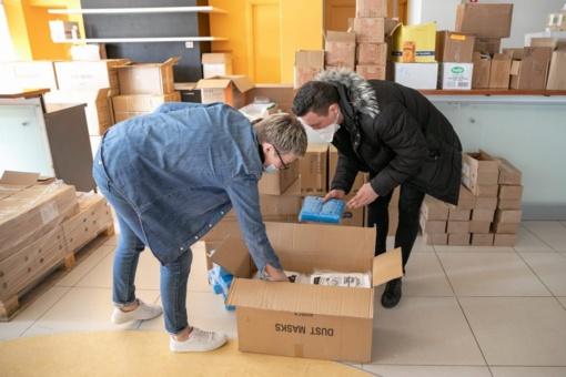 Savivaldybė tūkstančiais dalija nupirktas apsaugos priemones Vilniaus medikams