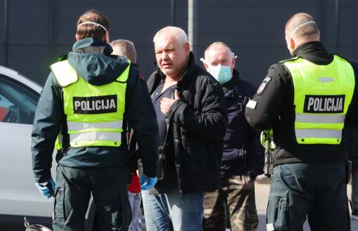 Policijai pranešta apie 359 karantino pažeidimus