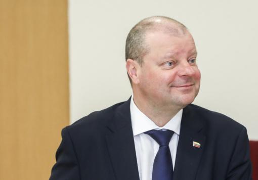 S. Skvernelis: po kelių valandų Lietuvą pasieks 200 tūkst. respiratorių ir 33 tūkst. apsauginių akinių